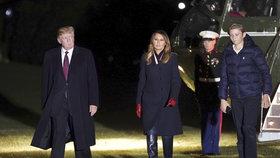 Americký prezident Donald Trump s manželkou Melanií a synem Barronem