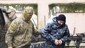 Ruský soud vzal do vazby prvního ze zajatých ukrajinských námořníků.