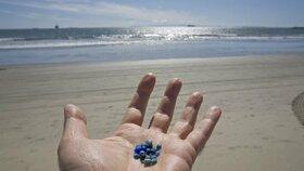 Mikroplasty zamořují vodu (ilustrační foto)
