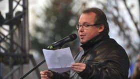 Prorektor Univerzity Karlovy pro vnější vztahy Martin Kovář byl obviněn z plagiátorství