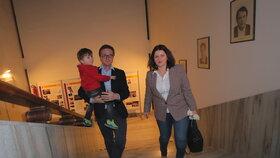 Ministryně práce a sociálních věcí Jana Maláčová (ČSSD) s manželem Alešem Chmelařem, náměstkem na ministerstvu zahraničí, a synem Gustavem