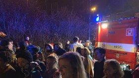 Požár při koncertu v MeetFactory: Evakuovali 500 lidí včetně Kollera a Pauhofové