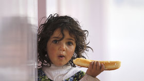 Lékaři se snaží bojovat s hladomorem v Jemenu.