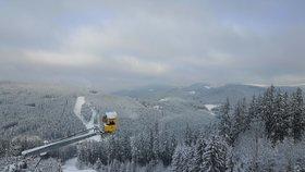 Lyžaři už začali testovat první sníh na Bílé.