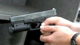 K nehodě došlo, když jeden z mladíků ukazoval svým kamarádům svou novou pistoli (ilustrační foto).
