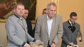 Balák a Zeman křtí knihu (archivní snímek).