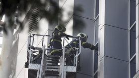 Tragický požár v indické nemocnici si vyžádal šest mrtvých a 129 zraněných.