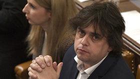 Sněmovna příští týden zřejmě odloží na březnovou schůzi rozhodnutí o tom, zda vydá poslance SPD Miloslava Roznera k trestnímu stíhání, nebo ne.