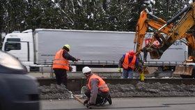 Na opravovaném úseku D1 mezi Humpolcem na 90. kilometru a Větrným Jeníkovem na 104. kilometru dojde k odstranění svodidel. Dálnice bude průjezdnější.