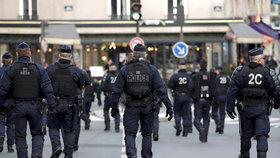 Francouzská policie hrozí tím, že se kvůli škrtům v rozpočtu připojí ke stávkám, (18.12.2018).
