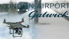 Letiště Gatwick přerušilo provoz kvůli neznámým dronům (20.12.2018).