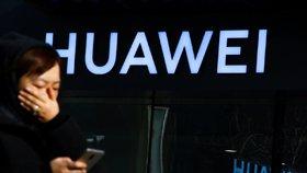 Prezident Miloš Zeman se ve sporu o varování před firmou Huawei zastal Číny. A pobouřil další politiky