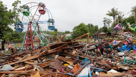 Vlna tsunami, která o víkendu zpustošila indonéské pobřeží Sundského průlivu, si vyžádala nejméně 429 mrtvých. (25.12.2018)