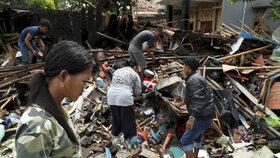 Indonésii v prosinci 2018 zasáhla ničivá tsunami vyvolaná vulkánem Anak Krakatoa