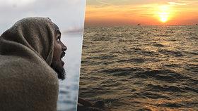 Migranti se snaží přes La Manche dostat i na člunech