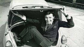 1965 - Karel Gott ve svém voze Fiat 600