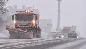 Komplikace na D1. Na dálnici musel být po 16. hodině ve směru na Prahu zastaven provoz.