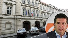 ČSSD se chystá pronajmout část svého hlavního sídla. Svou kancelář v Lidovém domě v Praze vyklidí nejspíš i Hamáček. Strana tak chce šetřit