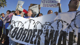 Prezident Donald Trump navštívil americko-mexickou hranici.