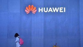 """Huawei se potýká s obviněním a státy s tím, """"co s ním"""""""