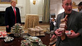 """USA svírá rozpočtová krize. Prezident Trump musel za vlastní peníze uspořádat hostinu pro univerzitní sportovce, objednal jim pizzu a hamburgery z """"Mekáče""""."""