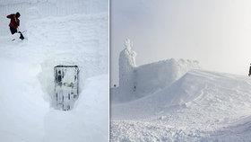 Najdi Poštovnu. Nejvýše položená budova Česka doslova zmizela pod sněhem, její provozovatelé prosí o pomoc.
