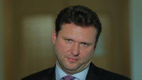 Jako by chtěl Radek Vondráček napodobit prezidenta Miloše Zemana (16. 1. 2019).