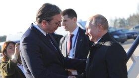 Putina na bělehradském letišti vítal srbský prezident Aleksandar Vučič, (17.01.2019).