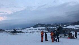 Ve skiareálu Buková hora zasahoval při evakuaci lyžařů z lanovky vrtulník
