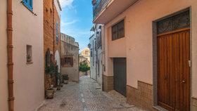 V sicilském městečku Sambuca rozjeli rozprodej 16 kamenných domů, vyvolávací cena byla 1 euro