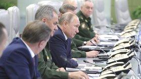 Prezident Vladimir Putin a ruské řídicí centrum národní obrany