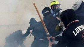 V Aténách demonstrovaly desetitisíce Řeků proti dohodě s Makedonií
