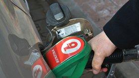 Pohonné hmoty zlevňují, nafta se dostala pod 31 korun (ilustrační foto)