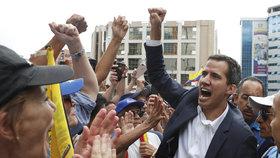 Venezuela demonstruje proti Madurovi. Prezidentem byl uznán lídr opozice