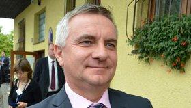 Kancléř Vratislav Mynář stáhnul žalobu kvůli bezpečnostní prověrce na stupeň přísně tajné. Nevěří prý soudům. (25. 1. 2019)