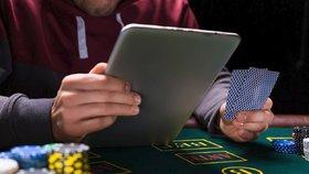 Umělá inteligence dokázala porazit skupinu profesionálních hráčů v pokeru. Teď ji čeká kariéra v Pentagonu (ilustrační foto)