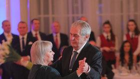 Hradní ples 2019: Miloš Zeman s manželkou Ivanou (1. 2. 2019)