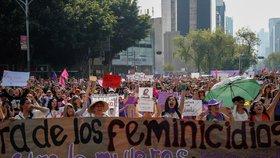 Nejméně pět tisíc mexických žen demonstrovalo v sobotu proti sérií pokusů o únosy, jejichž dějištěm se v poslední době stalo metro v hlavním městě Mexiku. (2.2.2019)