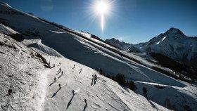 Sníh v Alpách ve Francii láká lyžaře, ale v dalších zemích hrozí také lavinami (3. 1. 2019)