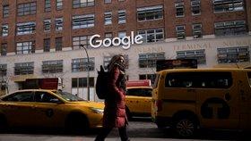 Pro americkou společnost Google to byl velmi špatný týden. Během uplynulých dnů se objevily zprávy o tom, že cenzuruje výsledky vyhledávání v Rusku přesně tak, jak to po něm chce Moskva.