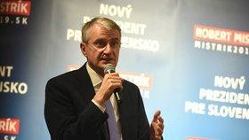 Jeden z favoritů na slovenského prezidenta Robert Mistrík odstoupil od kandidatury.