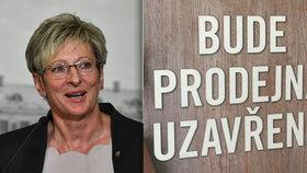 Ministryně průmyslu a obchodu Marta Nováková chce zrušit zákaz prodeje v obchodech o státních svátcích. V návrhu ale zůstává osamocena