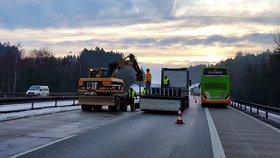 Odstraňování dočasných svodidel na D1 na Vysočině (9. únor 2019)