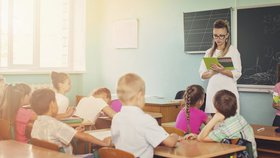 Ministryně financí Alena Schillerová (za ANO) přizpůsobí tvorbu státních rozpočtů v dalších letech požadavku na navýšení platů učitelů. Chce dodržet vládní slib, že v roce 2021 budou pedagogové brát minimálně 45.000 korun.(ilustrační foto.)