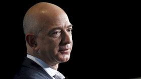 Majitelé listu National Enquirer prý Jeffa Bezose nevydírali.
