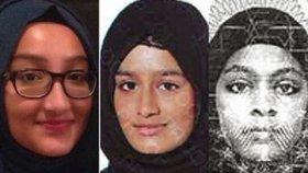 Šamima Begumová (uprostřed), která se dvěma kamarádkami v roce 2015, utekla do Sýrie se chce vrátit domů do Velké Británie. Na snímku s Kadizou Sultanovou (vlevo) a Amirou Abaseovou (vpravo).