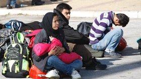 Rodiče museli pět dní jíst zbytky po svých dětech, protože jim maďarské úřady nedaly najíst (ilustrační foto)