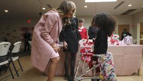 Melania Trumpová na svátek sv. Valentýna zamířila za dětmi do nemocnice, (14.02.2019).