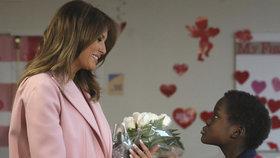 Melania Trumpová na svátek sv. Valentýna zamířila za dětmi do nemocnice, (14. 2. 2019).