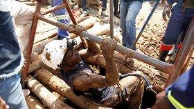 V zatopených zlatých dolech v Zimbabwe nejspíš zemřelo přes 60 horníků. (15.2.2019)